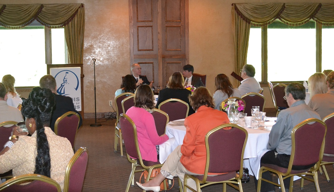 Foster talks with Illinois realtors