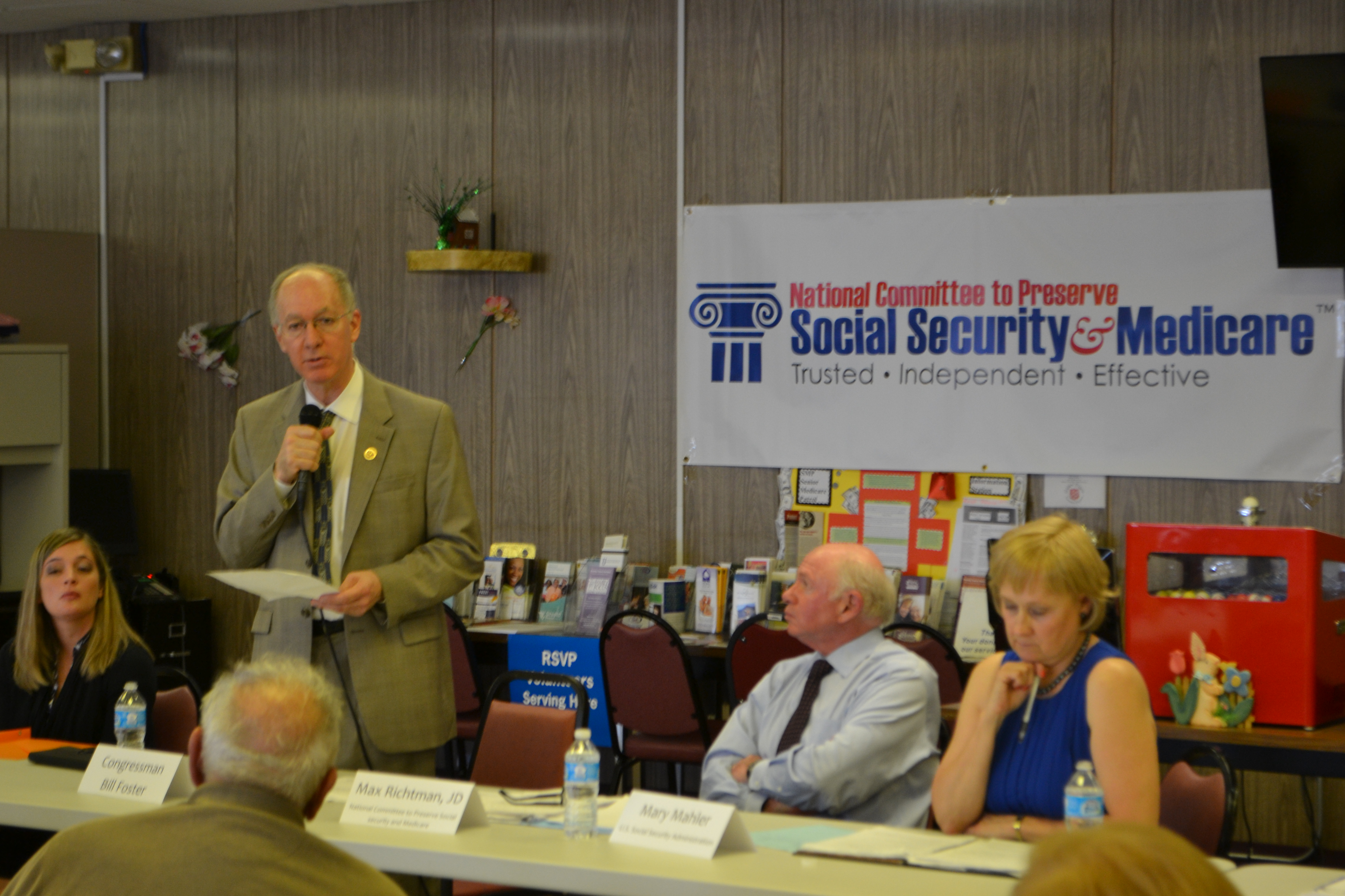 Foster discusses Medicare with seniors in Aurora