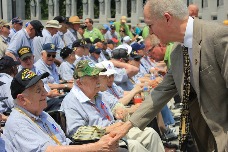 Foster Greets Illinois Veterans On Honor Flight